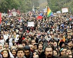 Şili'de Öğrenciler Yine Sokakta