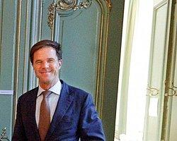 Hollanda'da Hükümet Düştü
