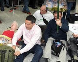 İsrail Aktivistlere Giriş İzni Vermedi