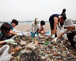 Denizden Bir Günde 4 Bin Ton Çöp Toplandı