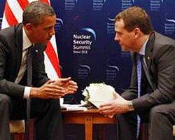 Obama Açık Mikrofona Yakalandı