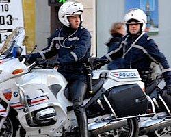 Paris'te Büyükelçilik Önünde Patlama