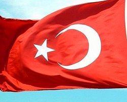 Türk Bayrağı Stadı Karıştırdı!