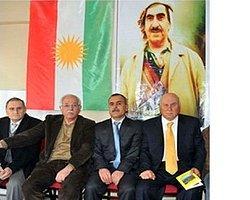 Barzani, Diyarbakır'a bayrak çekti