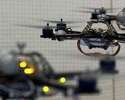 Uçan Robotlar Konser Veriyor!