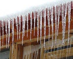 Çatıdan düşen buz öldürdü!