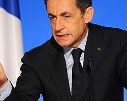 Sarkozy'ye yumurtalı protesto