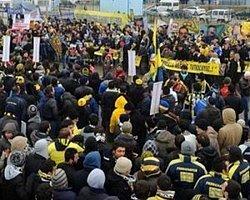 Fenerbahçe taraftarı basına saldırdı!