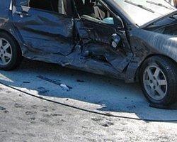 AK Partili iki vekil kazada yaralandı