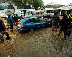 Yağmur, İstanbul'u felç etti