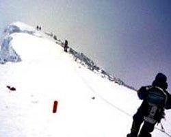 Everest'e Tırmanan Üç Dağcı Öldü, İkisi de Kayıp