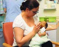 Bir Öpücüğüyle, Minik Bebeğine Hayat Verdi