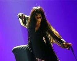 Eurovision Birincisi Aynur Aydın'ın Vokalisti Çıktı