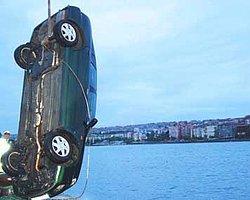 Feribottan inen otomobil denize düştü: 4 ölü - Milliyet Habe