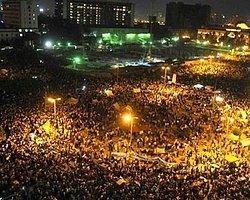 Milyonlarca Muhalif Tahrir Meydanı'nda Toplandı
