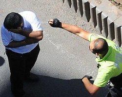 Trafik polisi havaya ateş açtı, biber gazı sıktı!