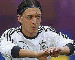 Mesut Özil'e Tepki Kızdırdı