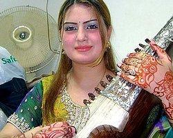 Pakistanlı Genç Şarkıcıya Suikast