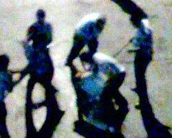 Polis Sürücüyü Çocuklarının Önünde Dövdü - Video