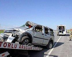 Sivas'ta Trafik Kazası: 3 Ölü, 1 Yaralı
