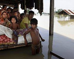 Hindistan'da 1 Milyon Kişi Evini Terketti