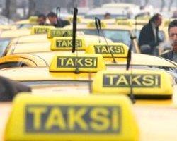Üç Yanlış Bir Taksi Şoförünü Götürecek