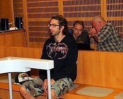 Konserde Sahneden İtti Katil Oldu