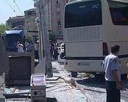 Otobüs Tramvay Durağına Girdi: 3 Yaralı