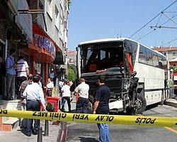 Otobüs Tramvay Durağına Daldı!