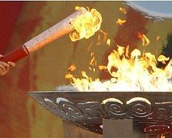 Olimpiyat Meşalesi Londra'da Saldırıya Uğradı