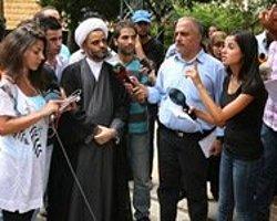 Türk Elçiliği Önünde Protesto Gösterisi