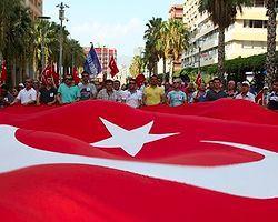 Foça'da Askeri Araca Saldırı: 1 Şehit 11 Yaralı