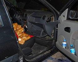 Otomobilin her yerinden eroin çıktı