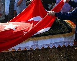 Türk Bayrağını Yukarı Çekin
