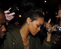 Rihanna Öyle Korktu ki Küfretmeye Başladı