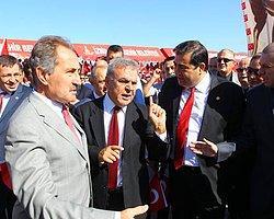 Yasağa rağmen Türk bayrağı asıldı