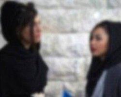 """İran'da İki Kız """"Örtünün"""" Diyen Din Adamını Dövdü"""