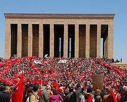 Dolmabahçe'de Binlerce 'Atatürk'