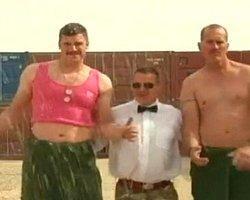 İngiliz Askerler 'Gangnam Style' İle Yardım Topluyor