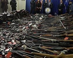 Amerikalılar Silahlarını Teslim Etmeye Başladı