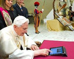 Papa'nın Fendi Bieber'ı Yendi