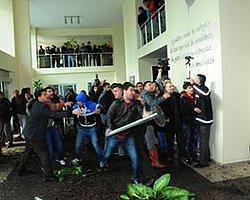 Adana'da Esnaf Büyükşehir'i Bastı