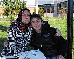 Annesi Olmadan Okula Gidemiyor