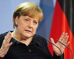 Merkel'den Almanlara 'Zor Günler' Uyarısı