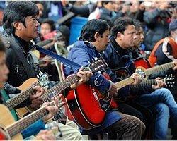 """600 Gitarist """"Hindistan'ın Kızı"""" İçin Çaldı"""