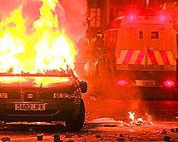 K. İrlanda'da Olaylar: 10 Polis Yaralı