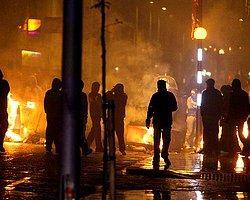 'Kuzey İrlanda Protestoculara Rehin Oldu'