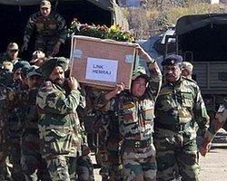 Hindistan: Pakistan Askerleri Kafa Kesti