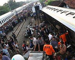 Viyana'da İki Yolcu Treni Çarpıştı, 5'İ Ağır Onlarca Yaralı Var