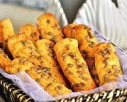 Soğanlı Mahlepli Çörek